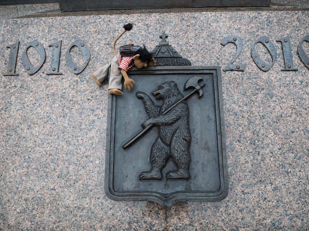 Der Jaroslawler Bär. Den hat der Gründer Herr Jaroslaw der Weise vor über 1000 Jahren erschlagen.