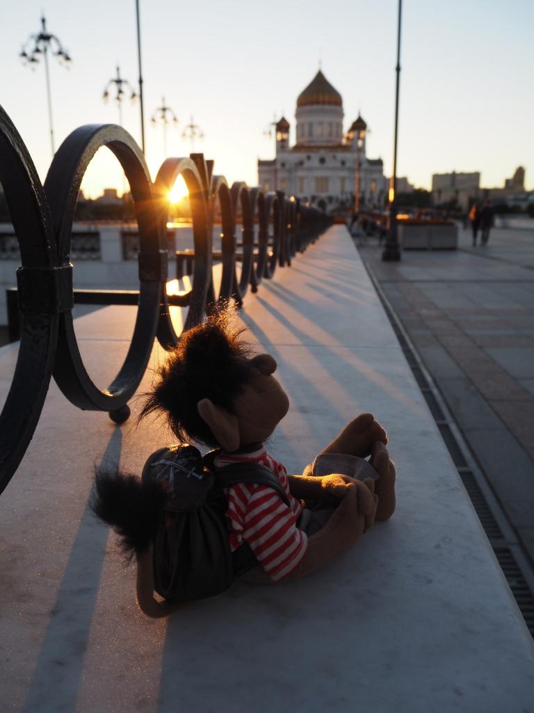 Auch am Ufer der Moskva. Die Christ-Erlöser-Kathedrale. Mit goldenem Dach.